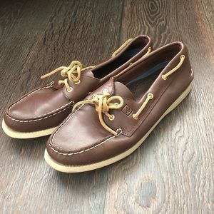 Gently worn Sperry Topsider boat shoes